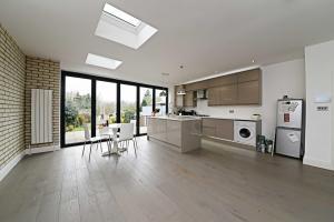 Thornfield Avenue, Livingroom